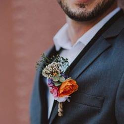 costume homme boutonnière fleurs