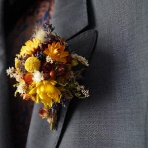 boutonniere costume homme fleurs sechees jaune mariage