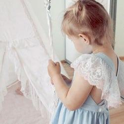 robe cortege bleu et dentelle