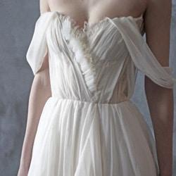 a robe de mariee epaule denudee