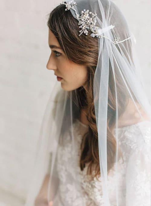 voile de mariee boheme en dentelle juliette cap style