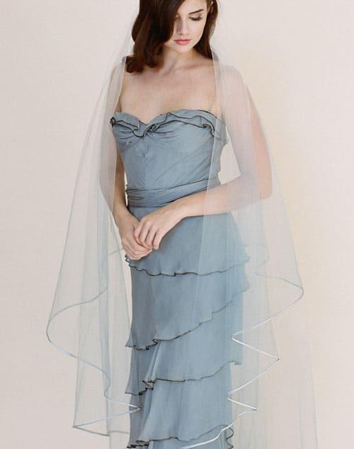 voile de mariee de couleur bleu gris