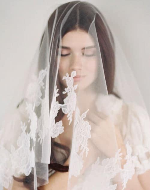 voile de mariee en dentelle mantilla veil