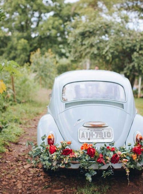 entree de mariage en vieille voiture