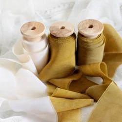 b ruban de soie moutarde