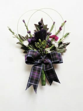 boutonnière avec carreaux ecossais pour mariage
