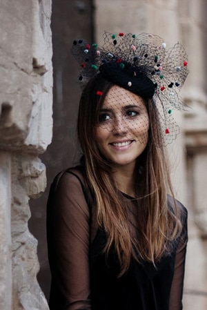chapeau bibi noir à voilette à pois pour inviete de mariage
