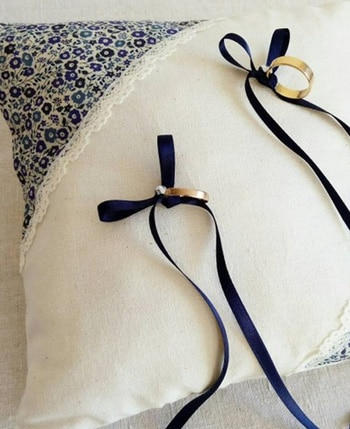 coussin alliances mariage champetre a fleurs