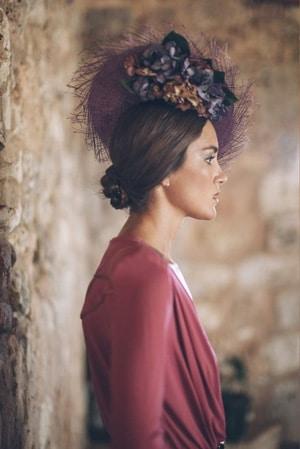 grand chapeau pour mariage avec fleurs prune