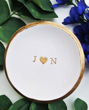 porte allainces en ceramique avec prenoms graves à l'or