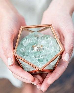 porte alliances en verre geometrique