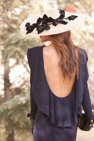 robe dos nue noir pour invitee de mariage très styléé