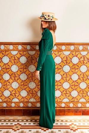 robe longue verte pour invitee de mariage avec chapeau a fleurs