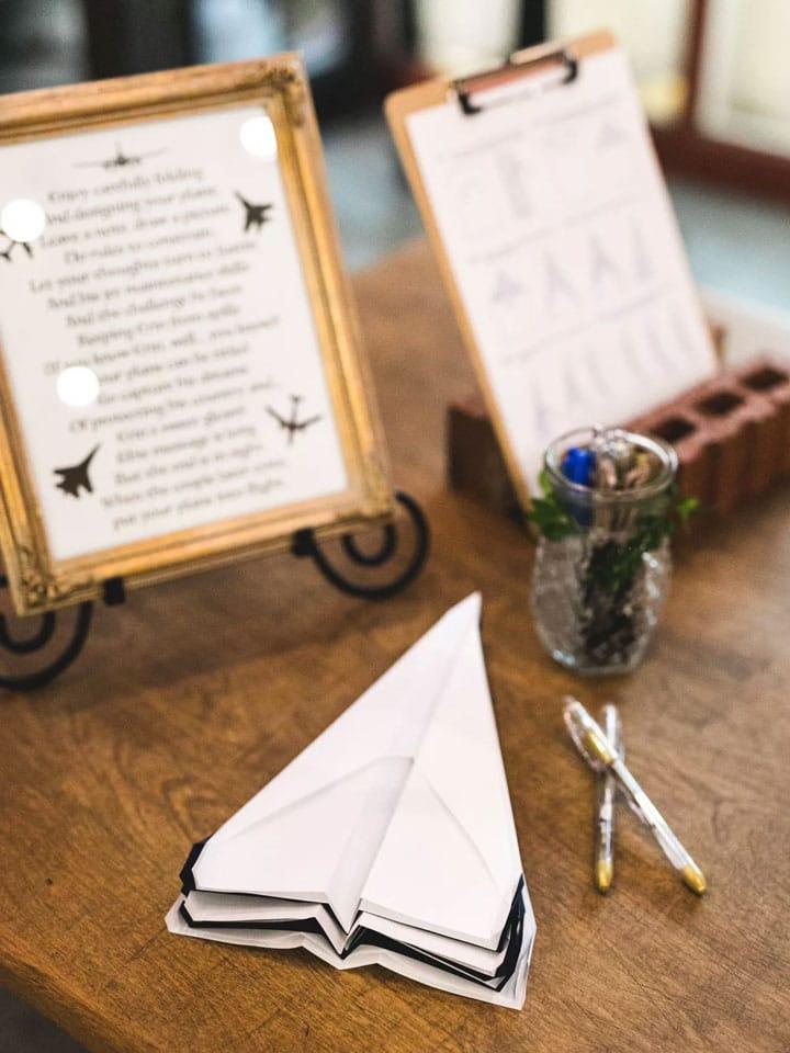 livre d or mariage original en avion de papier