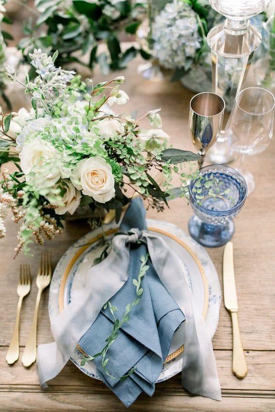 table de mariage chic bleu