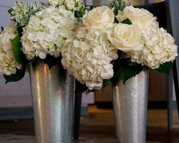 vase rustic en metal pour decoration de tbale de mariage