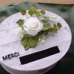 urne de mariage champetre chic avec fleurs