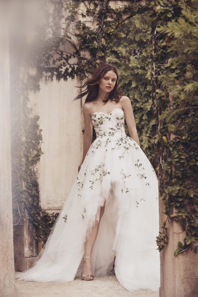 robe de mariee a broderies et fleurs monique lhuillier mariage 2020