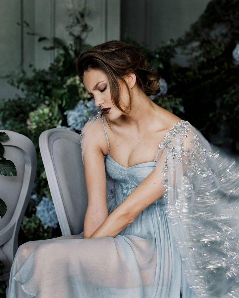 robe-de-mariee-de-princesse-2020-avec-sequins-et-cape