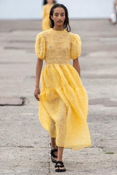 robe-jaune