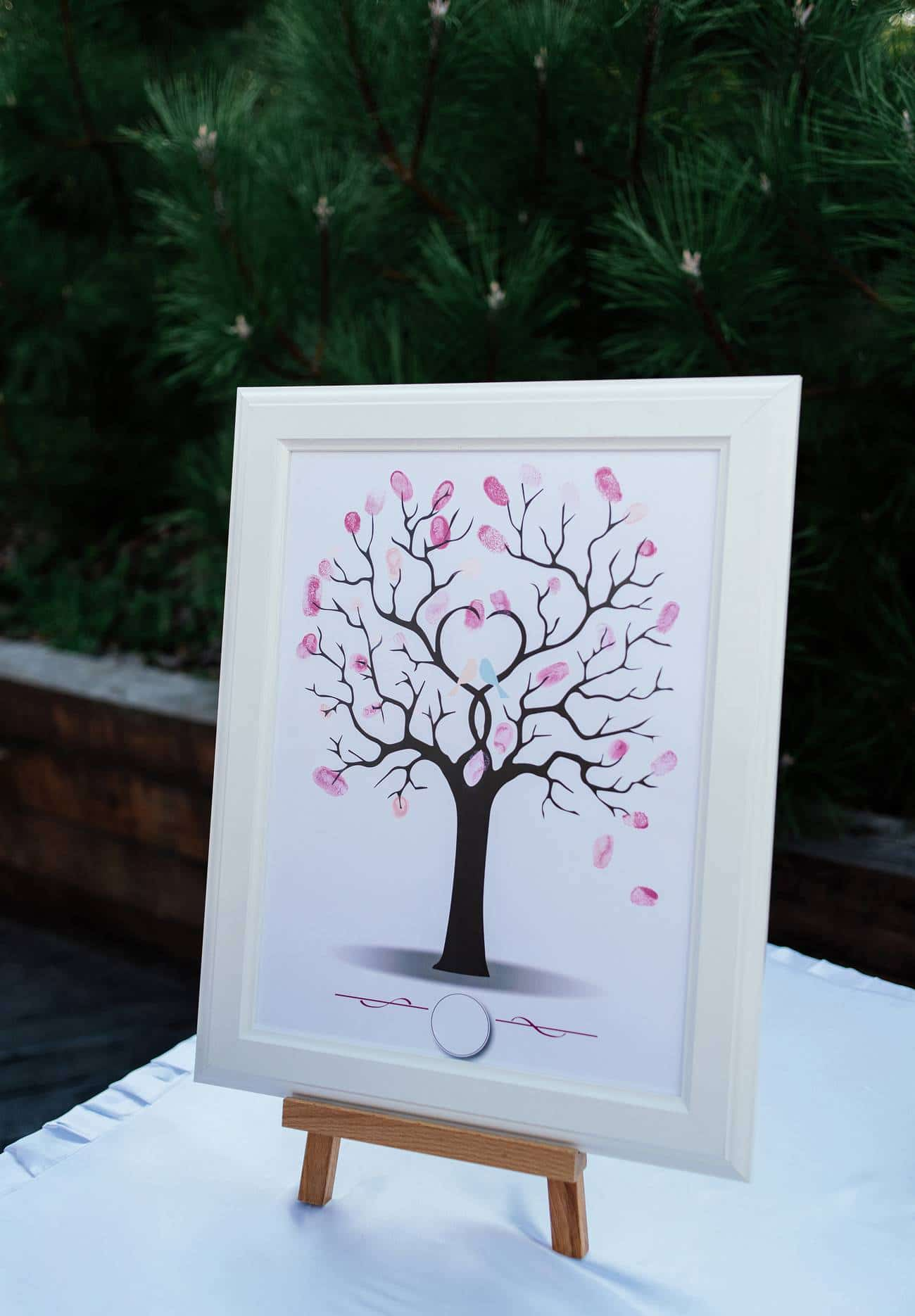 L'arbre à empreintes pour un souvenir de mariage fort en émotions