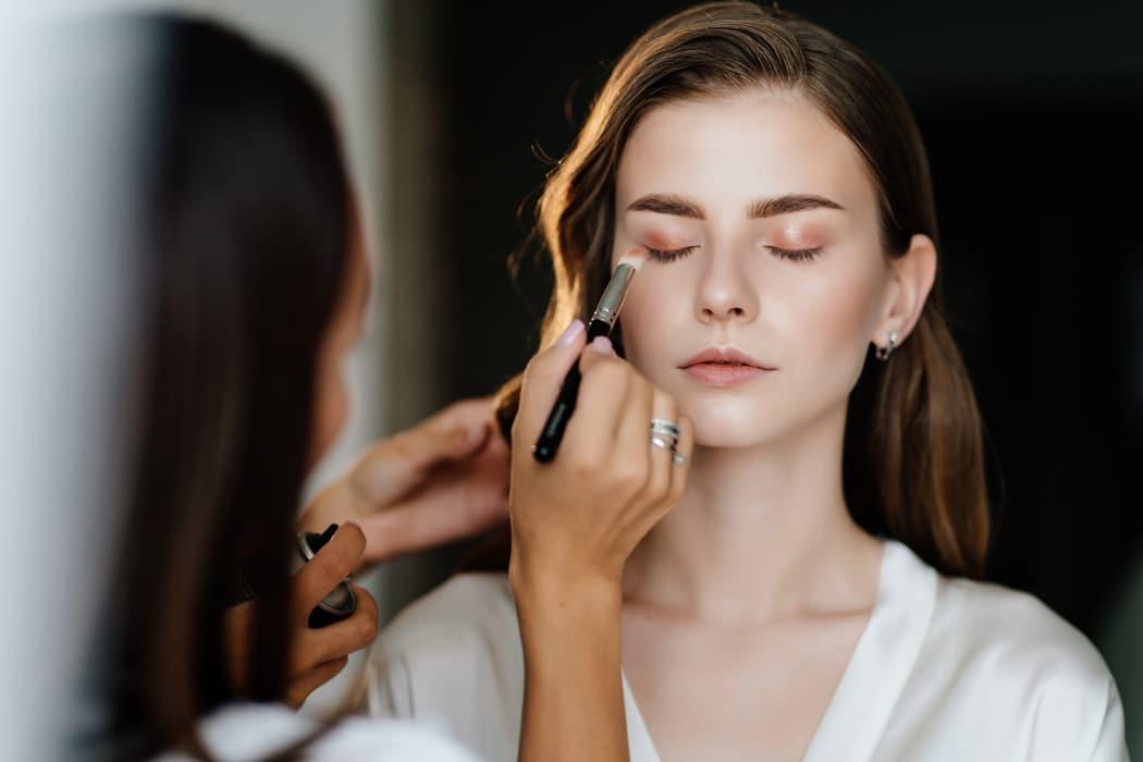 Niacinamide, layering.... 5 secrets de beauté pour préparer sa peau avant le Jour J
