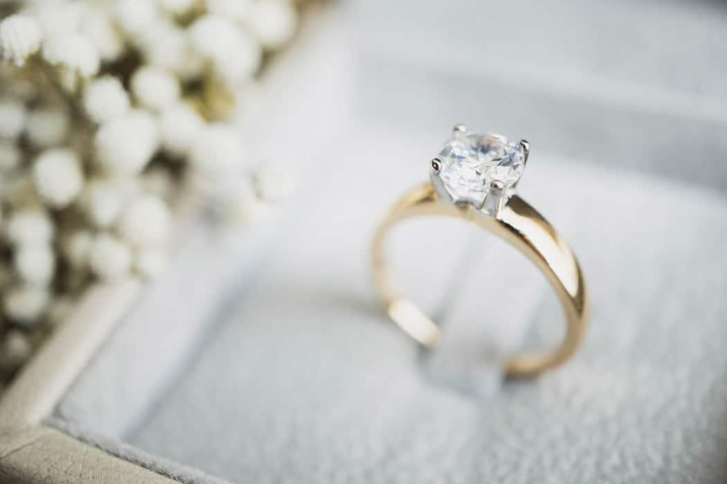 Alliances de mariage : comment nettoyer des bijoux en or ?